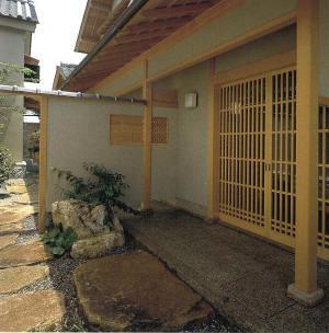 玄関へのアプロ--チ.jpg